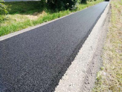 pokládka asfaltu na cyklostezce