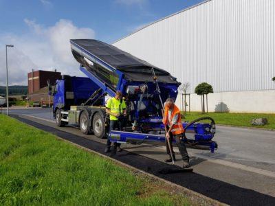 distributor asfaltu sprider v akci